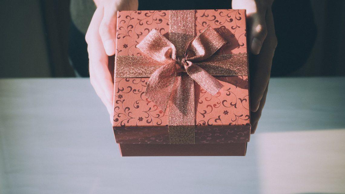 Doe eens gek en geef een ander cadeau